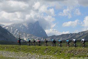 IMG 6227 300x200 - Passato il Giro d'Italia restano i stupendi paesaggi immortalati dagli scatti dei professionisti della fotografia. - Passato il Giro d'Italia restano i stupendi paesaggi immortalati dagli scatti dei professionisti della fotografia.